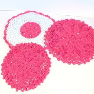 Set of 6 doilies bright neon pink and white